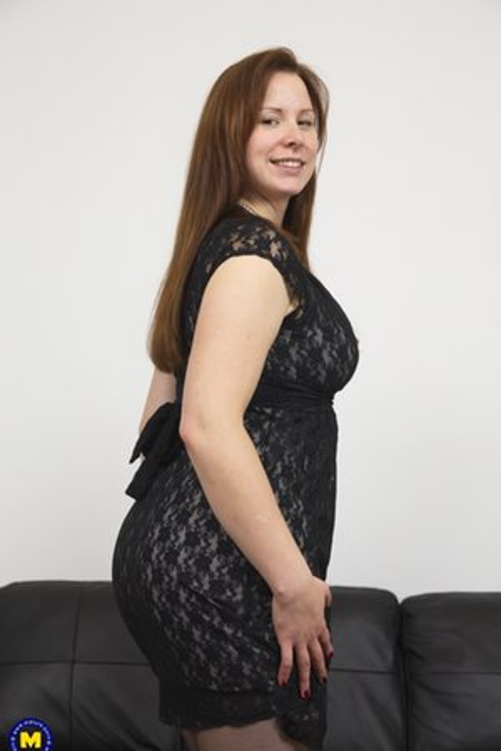 Big Ass Moms porn pics with big round ass girls